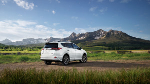 2017-toyota-rav4-white-rear