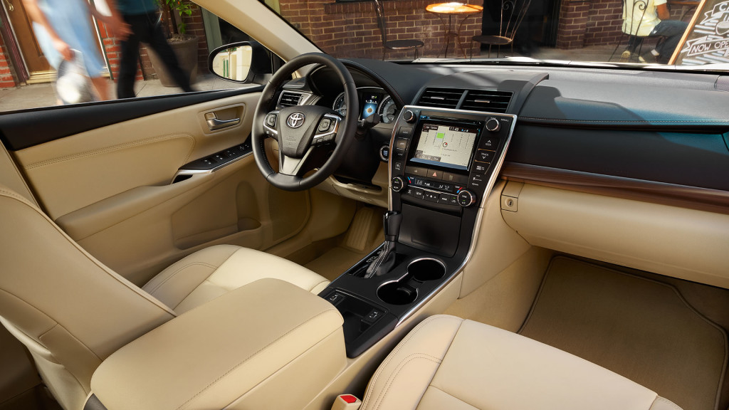 2017-toyota-camry-front-interior