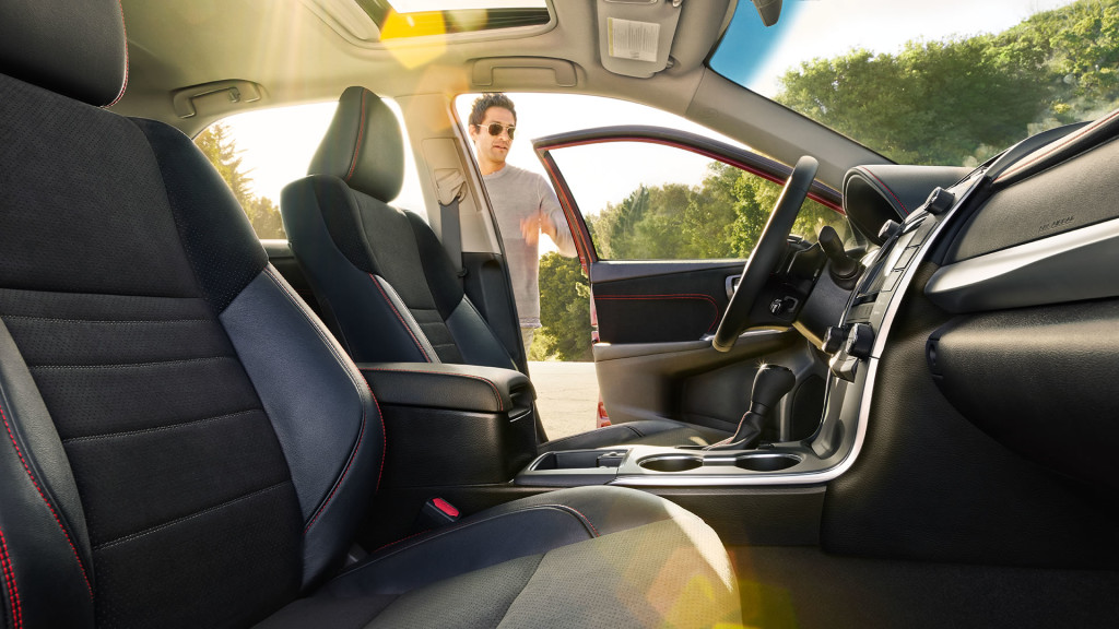 2017-toyota-camry-front-seats