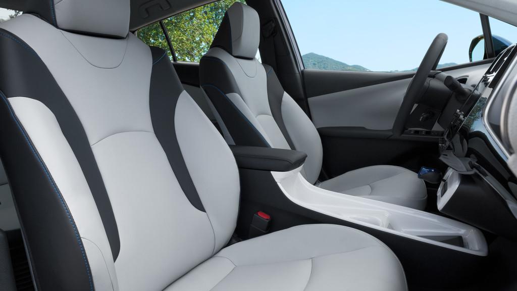 2017-toyota-prius-front-bucket-seats