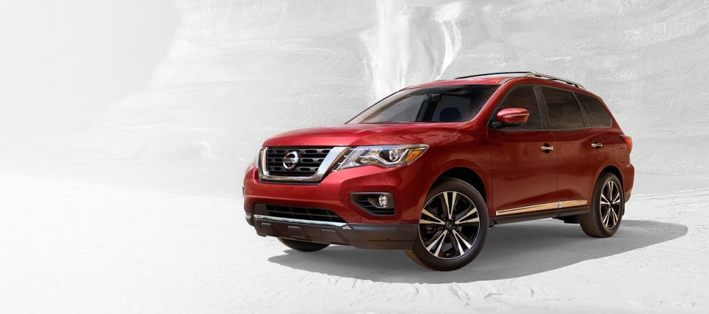 2017-nissan-pathfinder-side-view-large