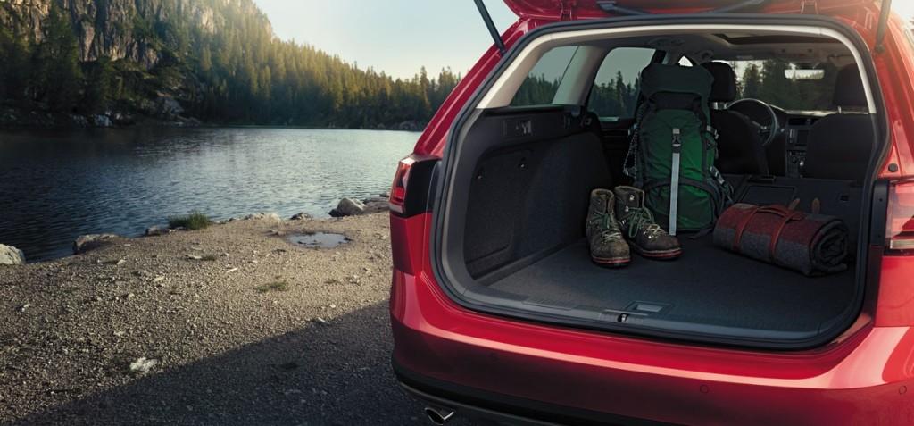 2017-vw-golf-alltrack-cargo-space-rear-seats-folded