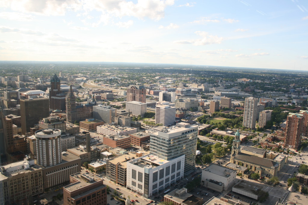By Jeramey Jannene from Milwaukee, WI, United States of America - Downtown MilwaukeeUploaded by xnatedawgx, CC BY 2.0, https://commons.wikimedia.org/w/index.php?curid=7751256