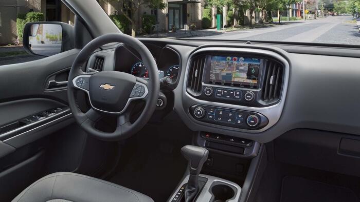 2017 Chevrolet Colorado front interior