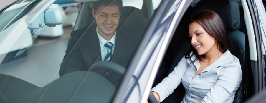 Woman-looking-at-a-car