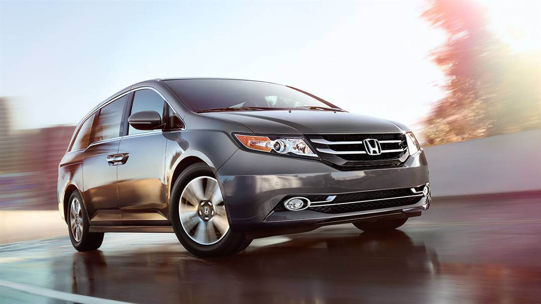 2017 Honda Odyssey on road