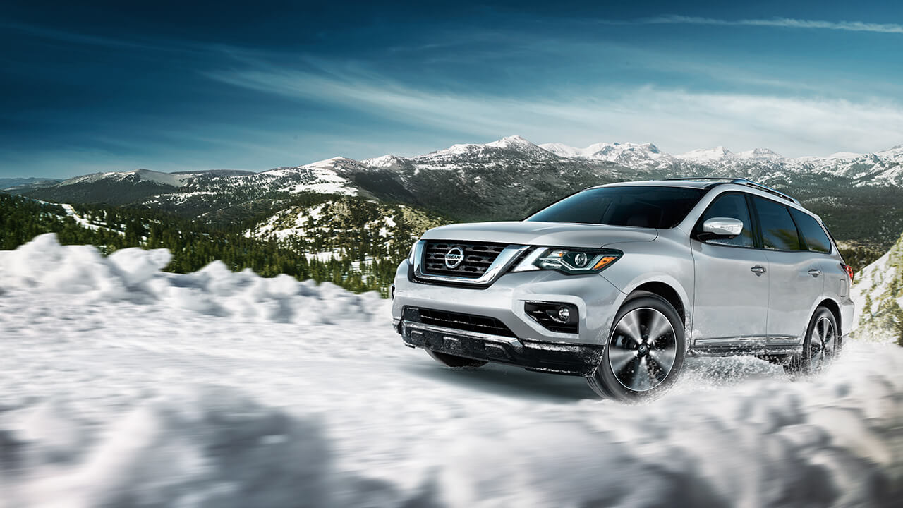 2017 Nissan Pathfinder with 4WD on snowy terrain